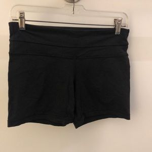 Lululemon black soft shorts, sz 6, 64194